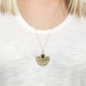 Collier long médaillon demi-cercle L'Atelier des Dames