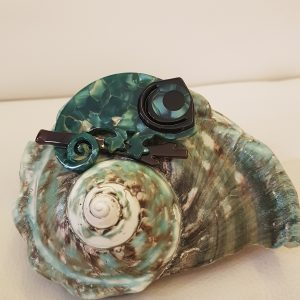 Broche caméléon résine effet nacré vert