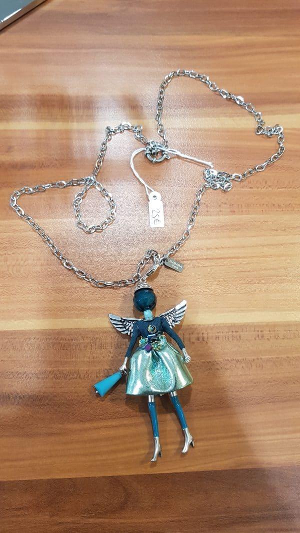Collier pendentif poupée